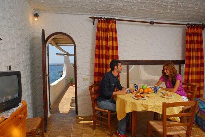 Appartamenti cala creta for Soggiorno creta